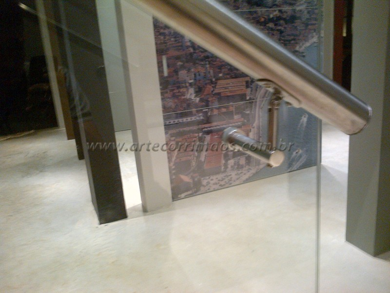 Detalhe do suporte de vidro-S