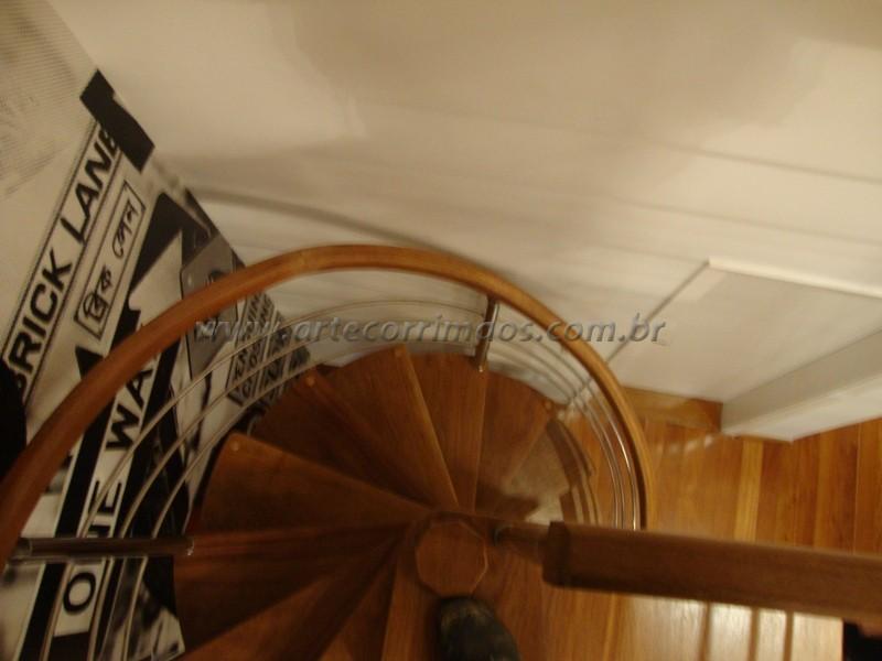 Escada caracol madeira cumaru