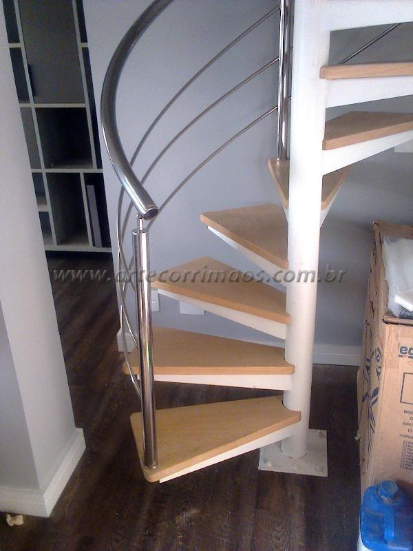 Revestimento da escada caracol madeira tauari-K