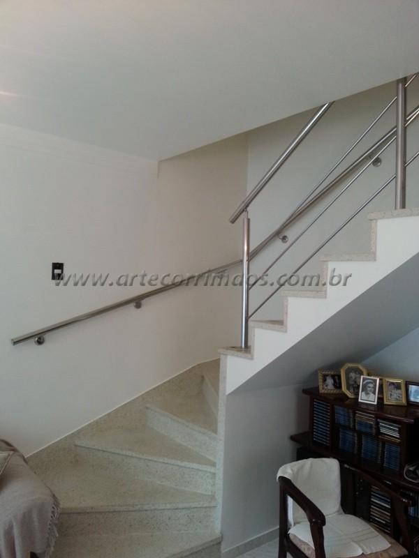 acabemento corrimãos de inox escada residencial