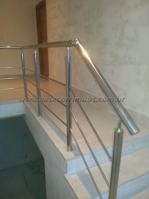 guarda corpo aço inox polido lindo em escada