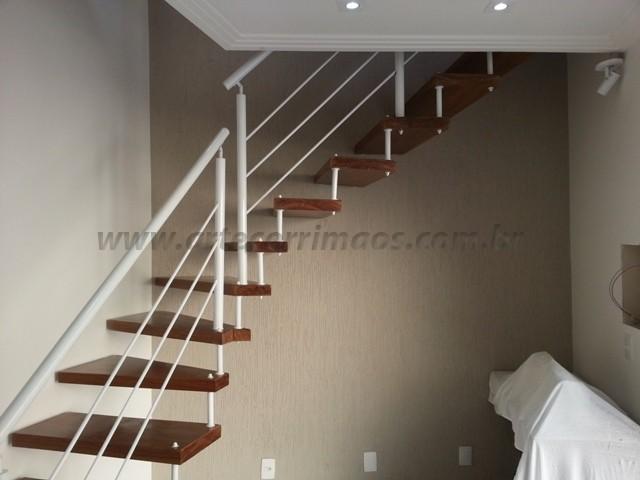 corrimao e escada ferro com madeira