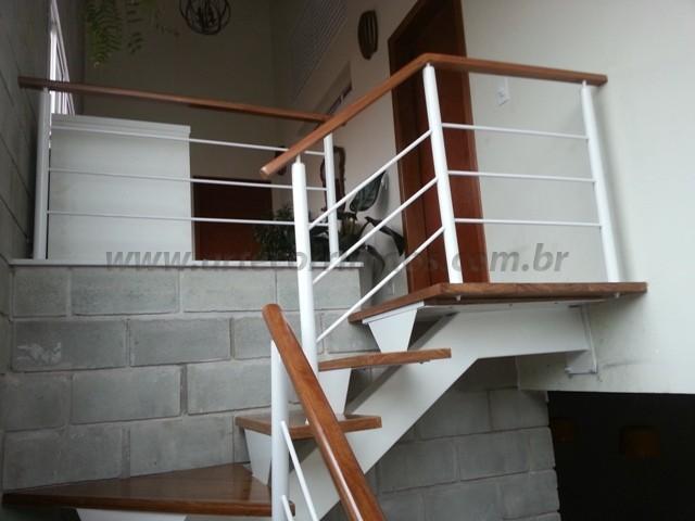 corrimao e escada ferro e madeira