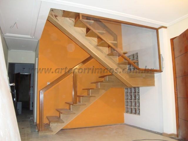 corrimao e escada vidro com madeira