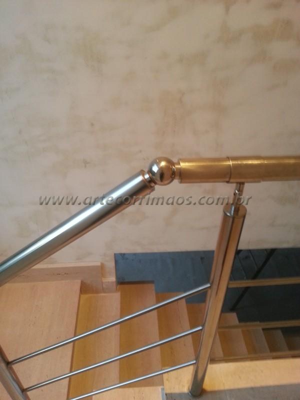 detalhe emenda acabamento de aço inox polido