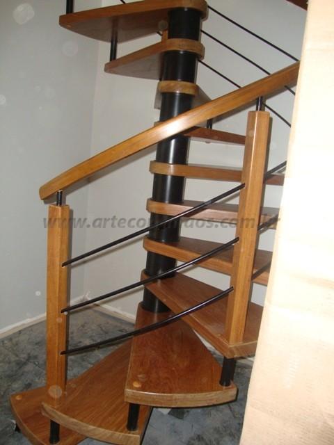 escada caracol madeira