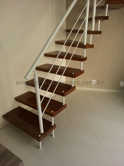 escada madeira corrimao ferro