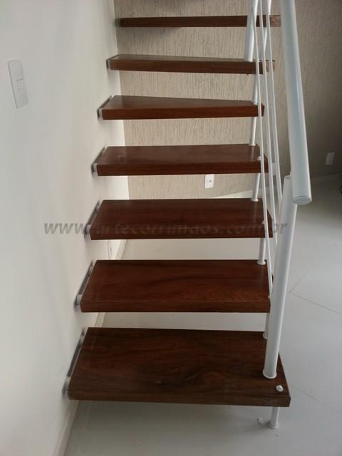 escada madeira e corrimaos ferro