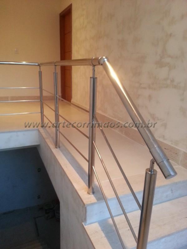 guarda corpo de aço inox polido em escada