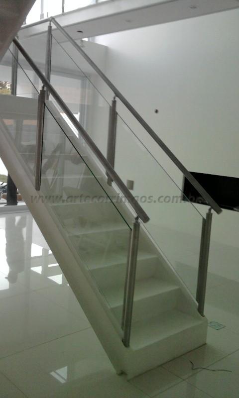 corrimaos de inox e escada
