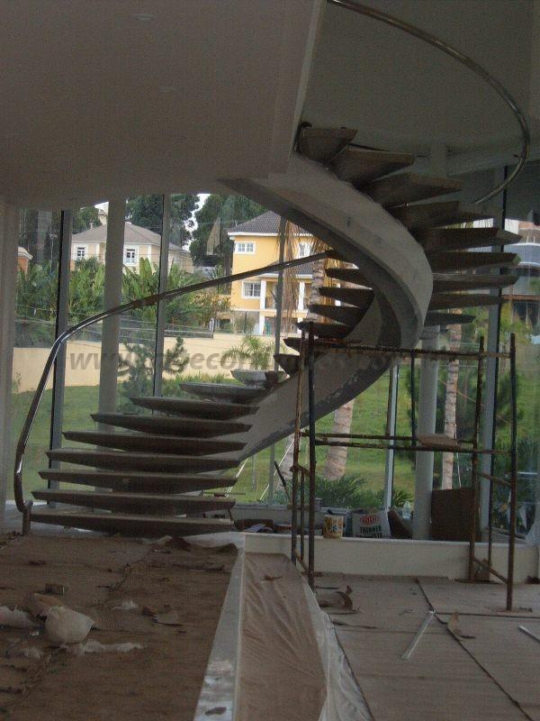 escada curva e corrimao inox