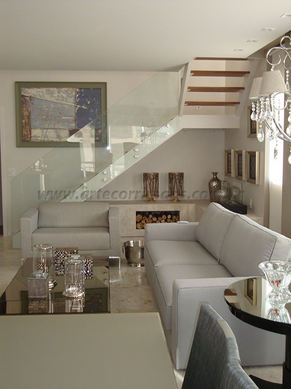 escada e corrimao de vidro