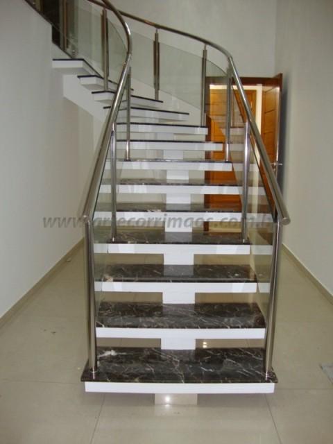corrimao de escada de aço inox e vidro