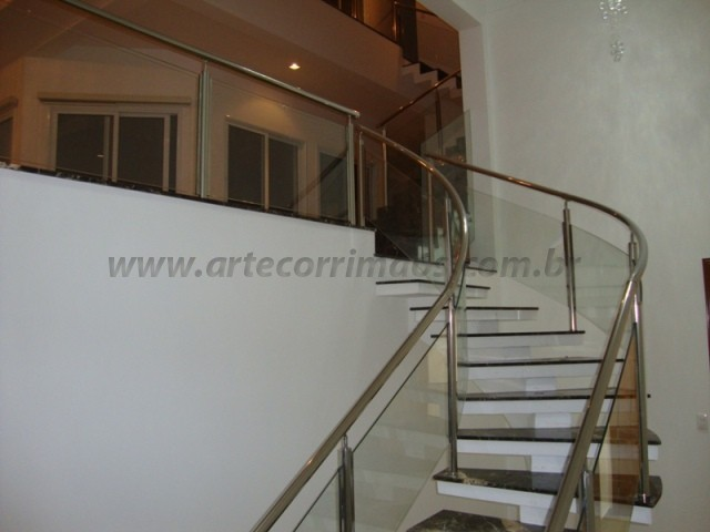 corrimao de escada e guarda corto de aço inox e vidro