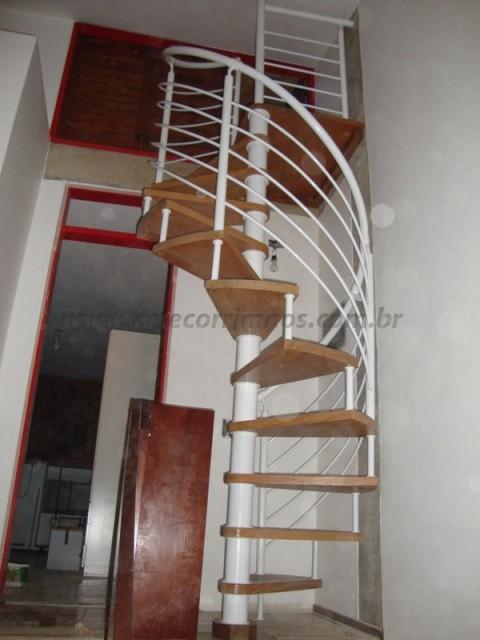escada caracol ferro branco