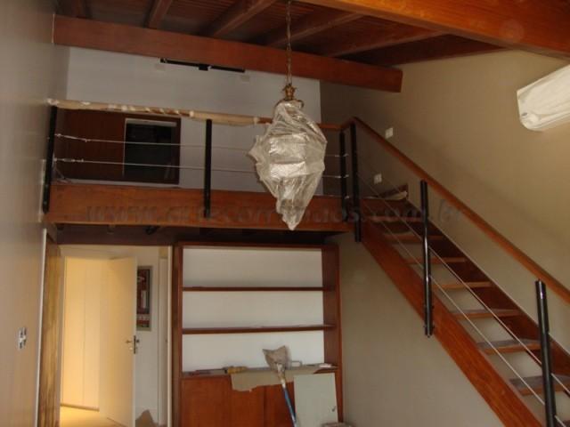 corrimao e escada de madeira