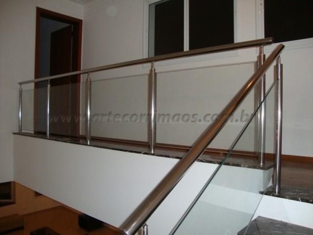 corrimao escada e guarda corpo de aço inox e vidro