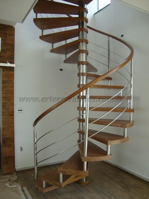 escada caracol aço inox e madeira
