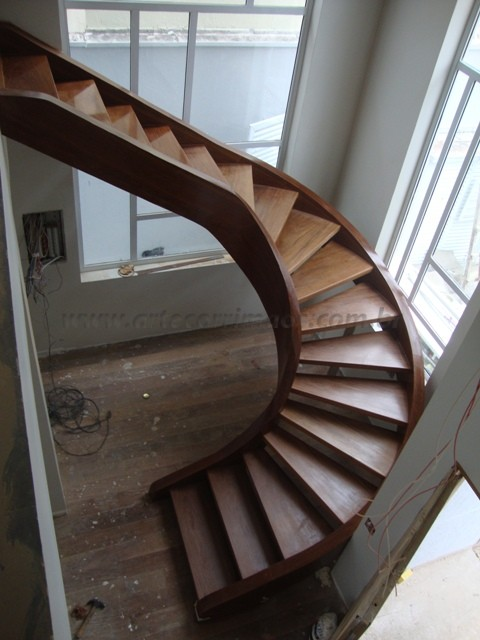 escada especial curva madeira