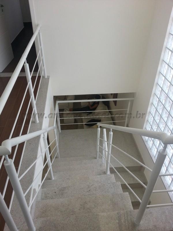corrimão de escada ferro branco