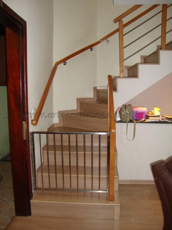 corrimão de escada madeira e inox