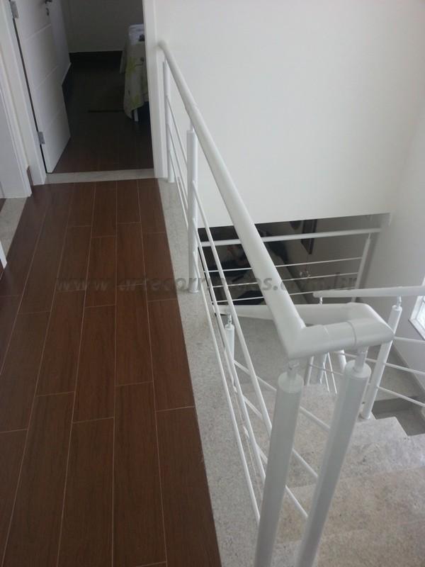 corrimão escada ferro branco