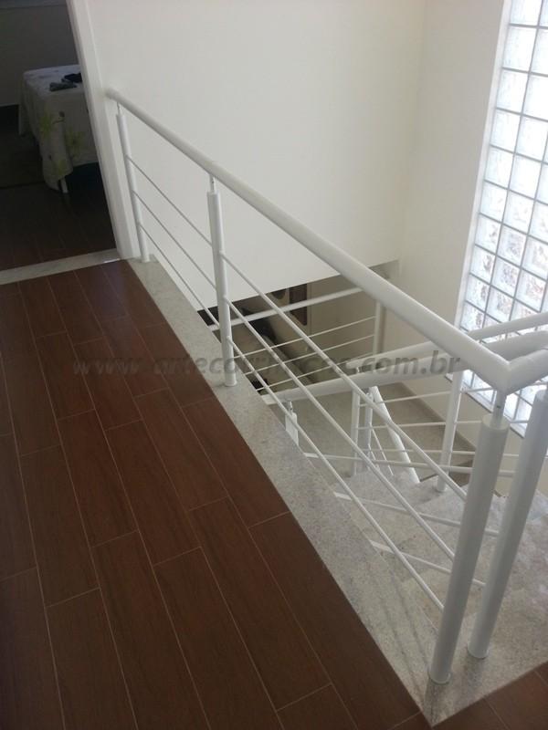 corrimão ferro branco escada