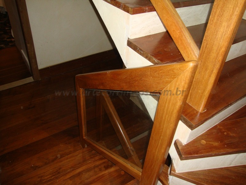 corrimao madeira e vidros