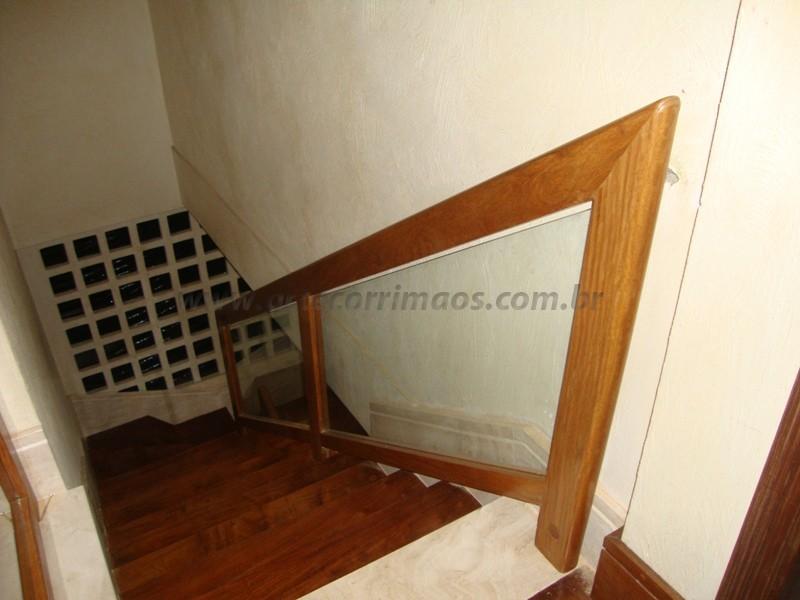 corrimao madeira fechada com vidro
