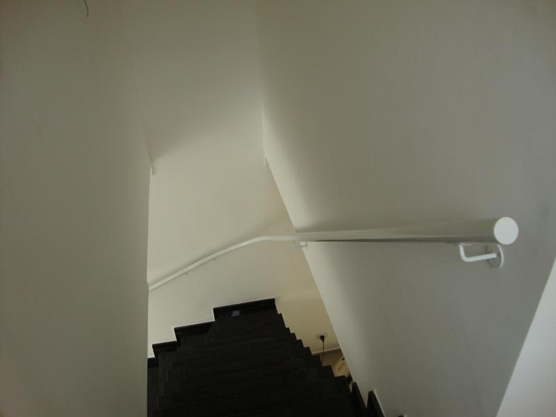 corrimao na escada branco