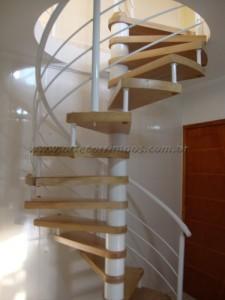 Escada Caracol de Ferro com Madeira TAUARI