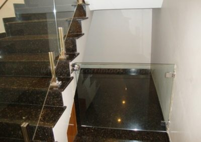 Portão para escada em vidro transparente