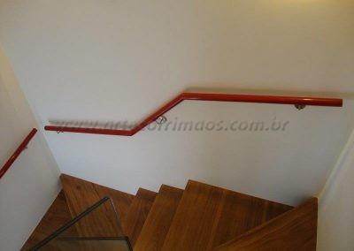 Corrimão Parede Aluminio vermelho e suportes em inox