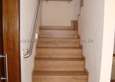 Corrimão de Inox todo soldado acompanhando curvas da escada