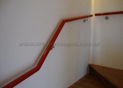 Corrimão de Parede Aluminio vermelho e suportes em aço inox