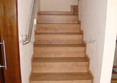 Corrimão de aço Inox todo soldado acompanhando curvas da escada