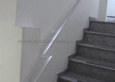 Corrimão de parede feito em aluminio chato