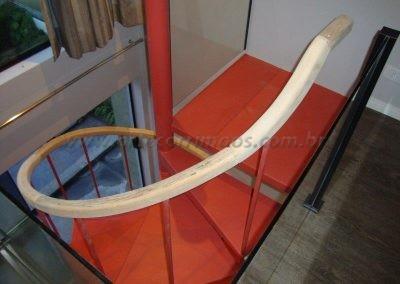 Corrimão em Madeira para Escada caracol