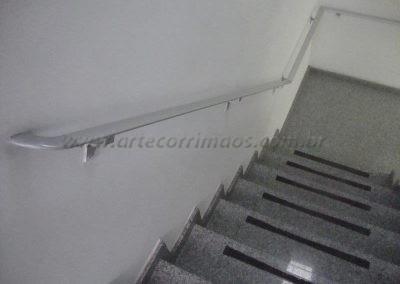 Corrimão fico na parede em aluminio chato