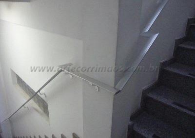 Corrimão fixado parede em aluminio chato