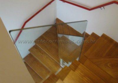 Corrimão fixo na Parede Aluminio vermelho e suportes em inox