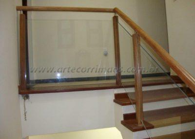 Guarda Corpo de Madeira Com Vidro transparente