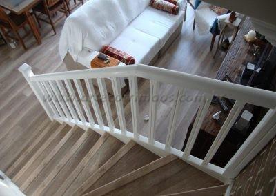 Guarda Corpo de madeira laqueada branco na escada