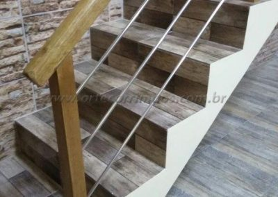 Guarda corpo inox com madeira
