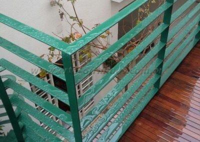 Guarda corpo mezanino em ferro com pintura esmalte sintetico verde colonial