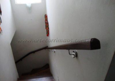 Corrimão de Madeira Imbuia com suporte em inox de escada
