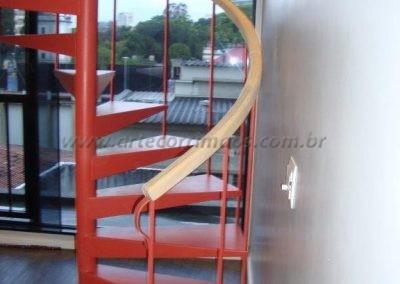 Corrimão de Madeira para Escada caracol vermelha