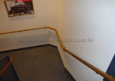 Corrimão de Parede Madeira Freijó escada