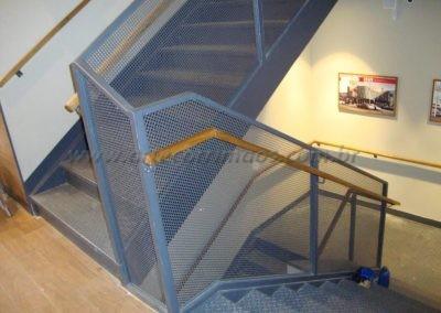 Corrimão de Parede Madeira Freijó na escada