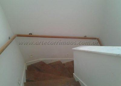Corrimão de parede - Madeira descida da escada